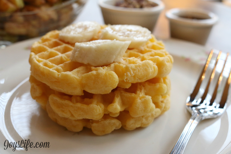 Cinnamon Apple, Roasted Pecan & Banana Frozen Breakfast Waffles #4MoreWaffles #shop