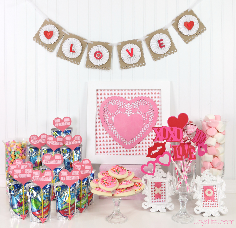 Valentine's Day Party Ideas & Paper Fortune Cookie Tutorial #CapriSunParties #Ad #ValentinesDay