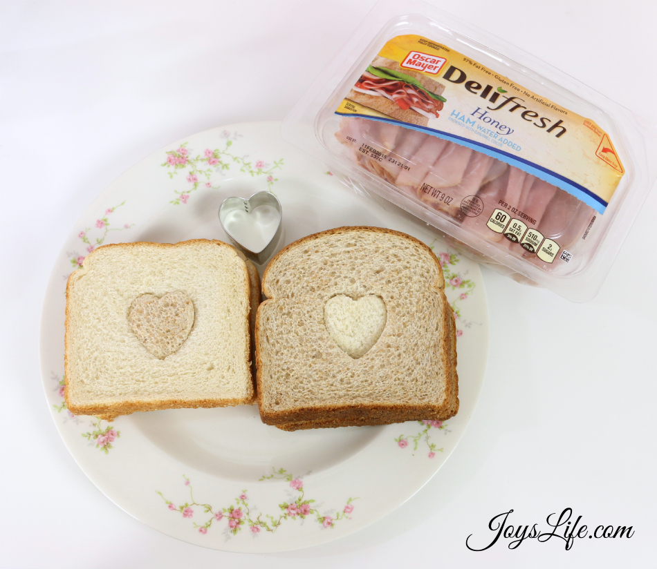 Valentine's Day Party Ideas Heart Bread #CapriSunParties #Ad #ValentinesDay