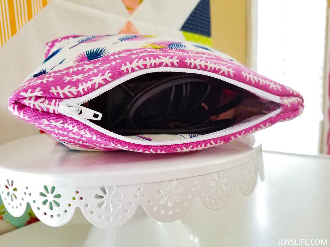 Cricut Maker arrow feather bag open #cricutmaker #cricut #zipperbag #sewing
