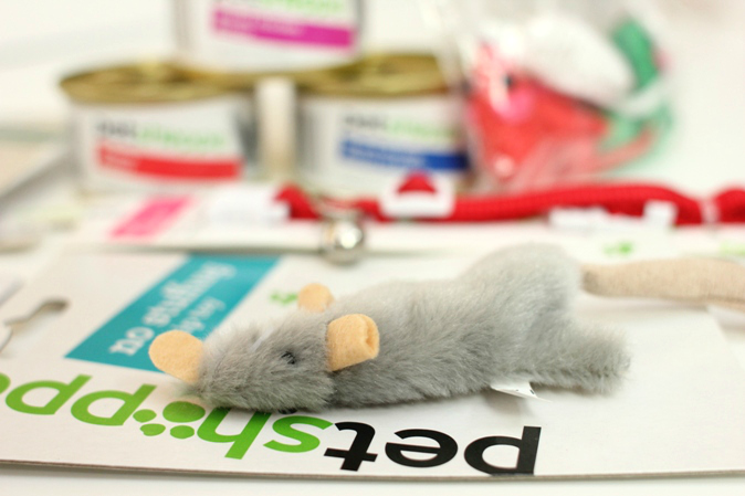 Walgreens Pet Shoppe Flat Mouse Pet Gifts #HappyAllTheWay #shop #cbias