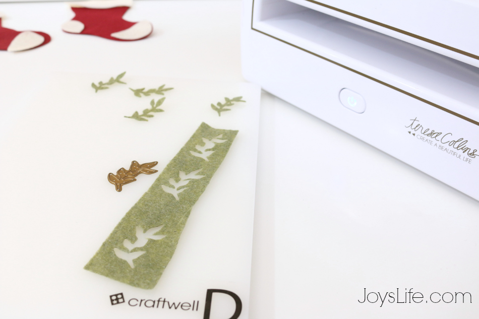 How to Make No Sew Felt Ornaments #CutNBoss #Craftwell #Christmas #NoSew #Felt #Ornaments