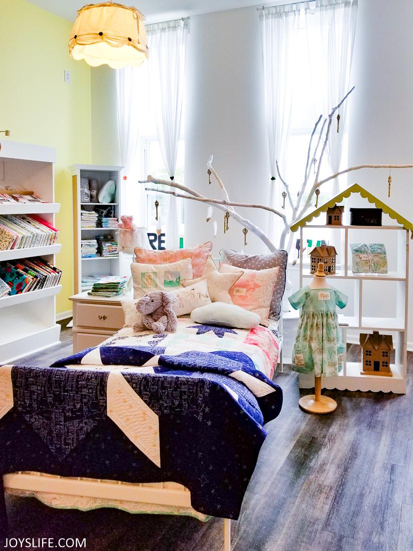 Missouri Star bedroom display