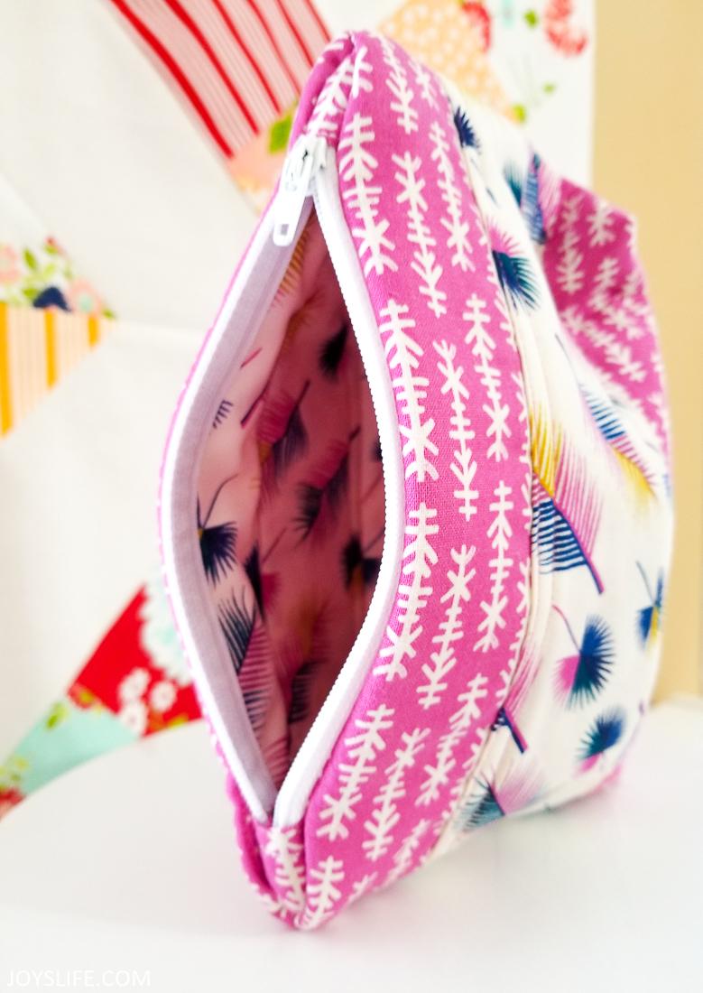 Cricut Maker arrow feather bag open right side #cricutmaker #cricut #zipperbag #sewing