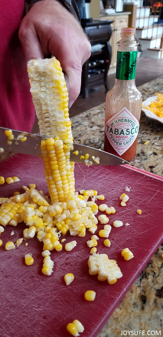 slicing spicy corn on the cob